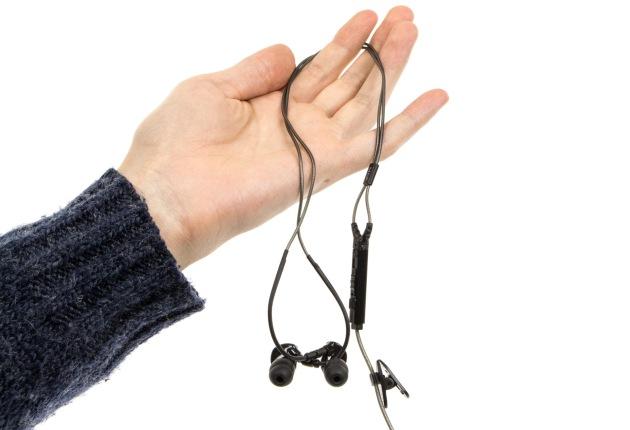 MEE audio M6P w ręce
