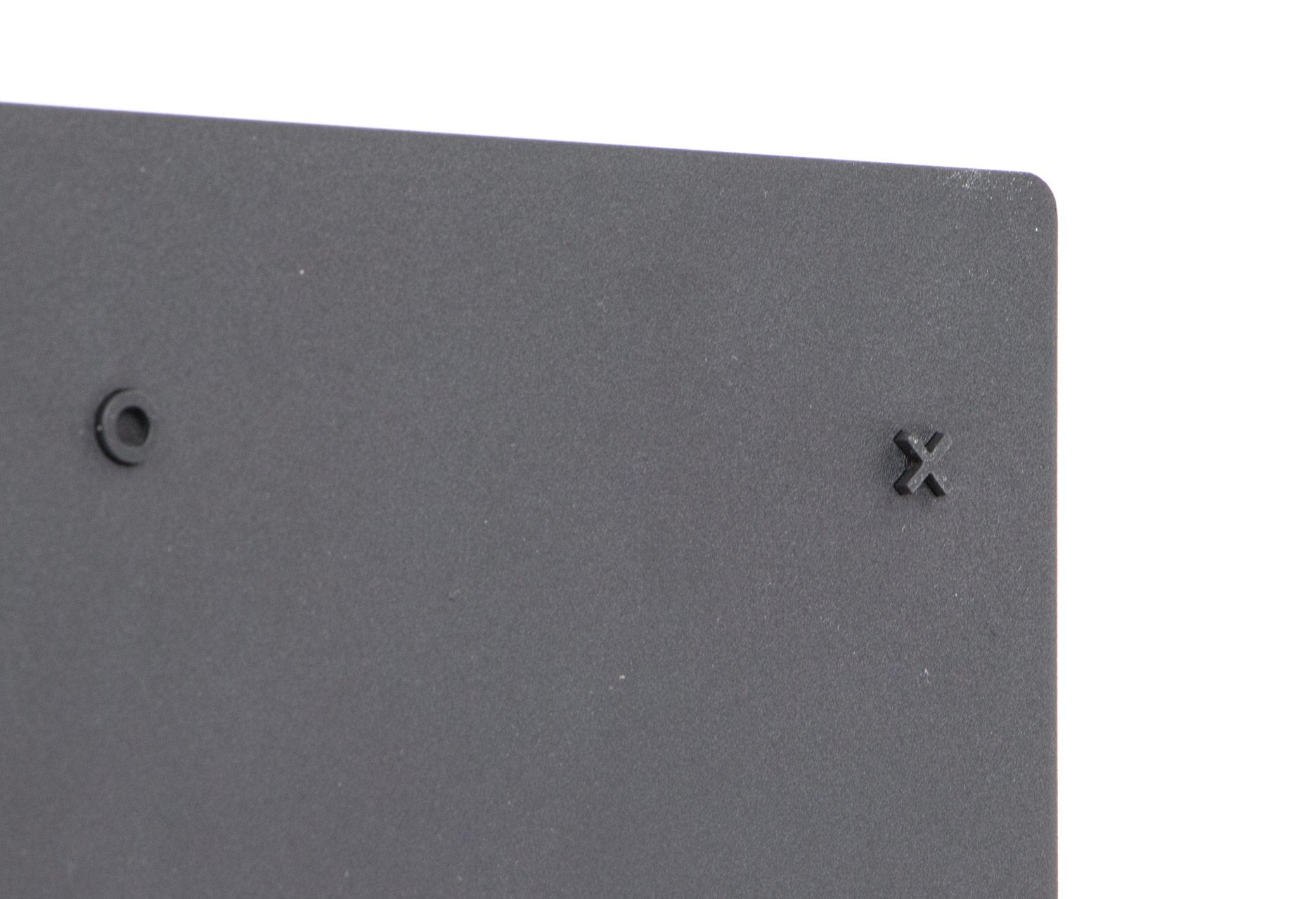 Playstation 4 Pro - gumowe stópki w charakterystycznym kształcie