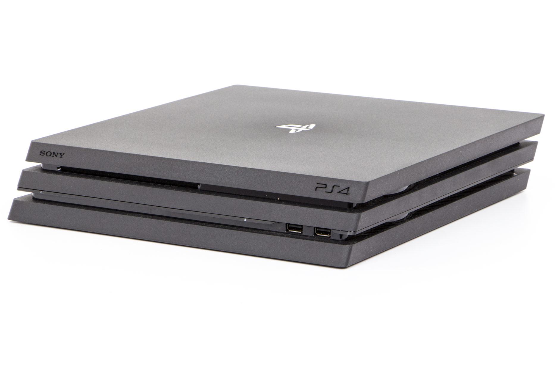Playstation 4 Pro - rzut z przodu