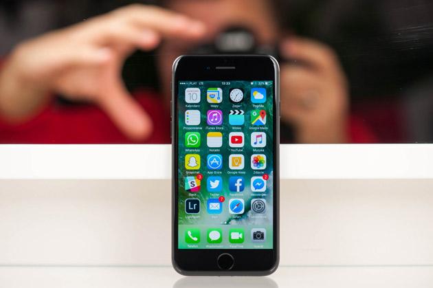iPhone 7 - wyświetlacz