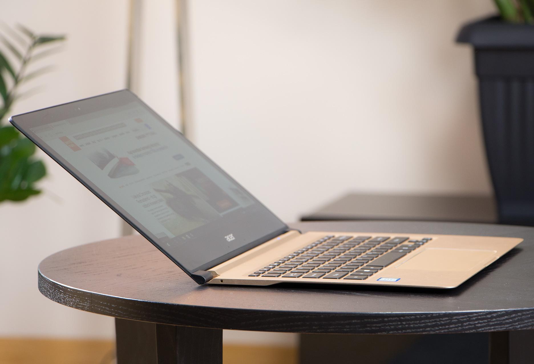 Acer Swift 7 maksymalnie odchylony ekran