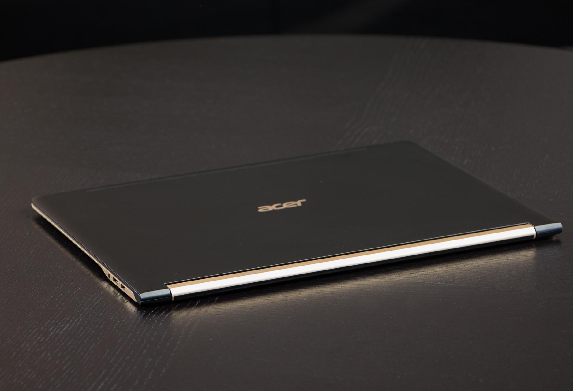 Acer Swift 7 pokrywa ekranu