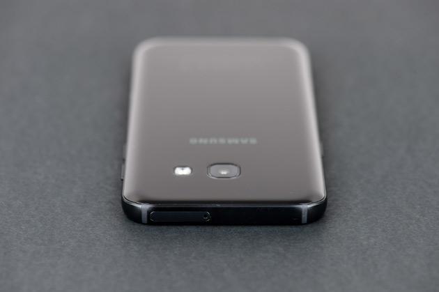 Samsung Galaxy A3 2017 - góra