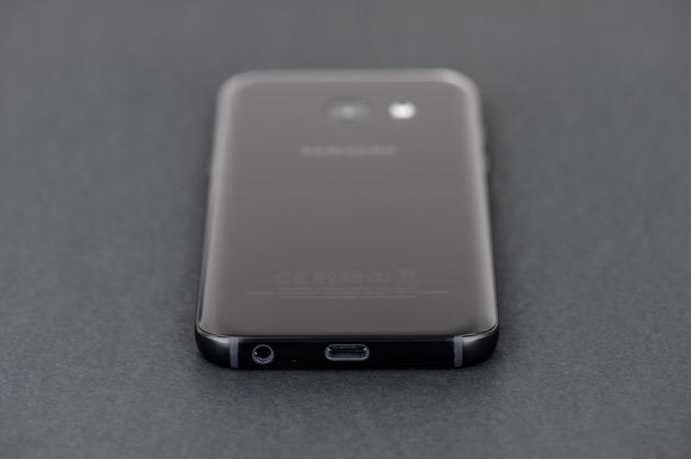 Samsung Galaxy A3 2017 - dół