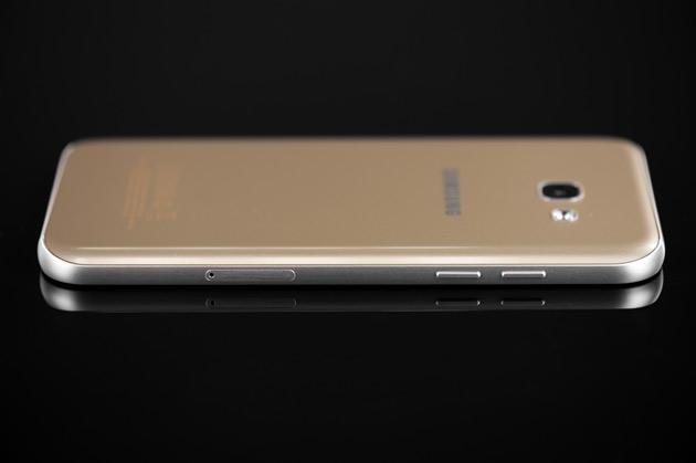 Samsung Galaxy A5 2017 - lewy bok - slot nano SIM