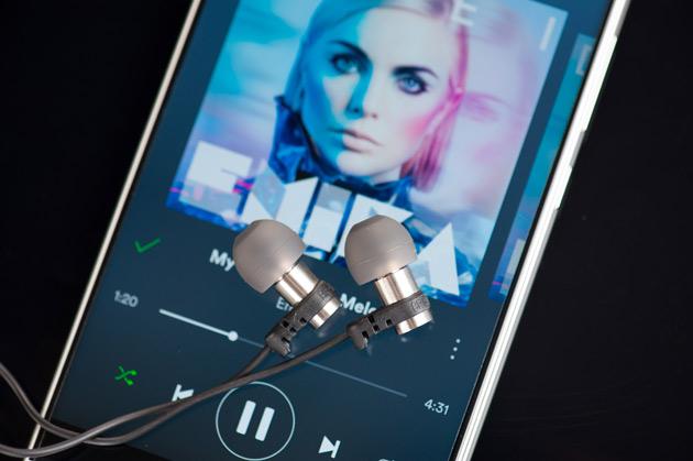 Strumieniowanie muzyki ze smartfona