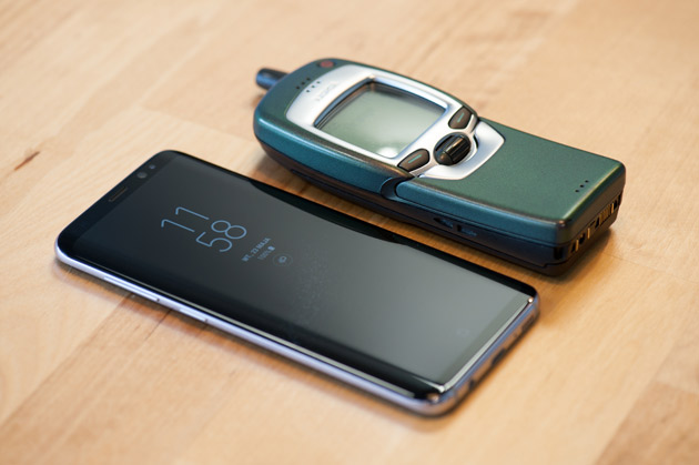 Samsung Galaxy S8 vs Nokia 7110 - który lepszy?