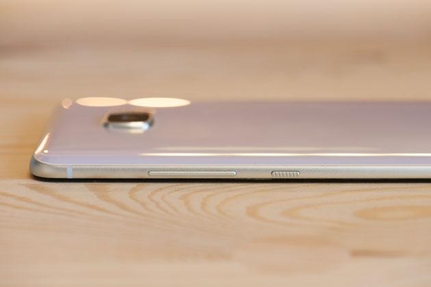 HTC U Ultra prawy bok