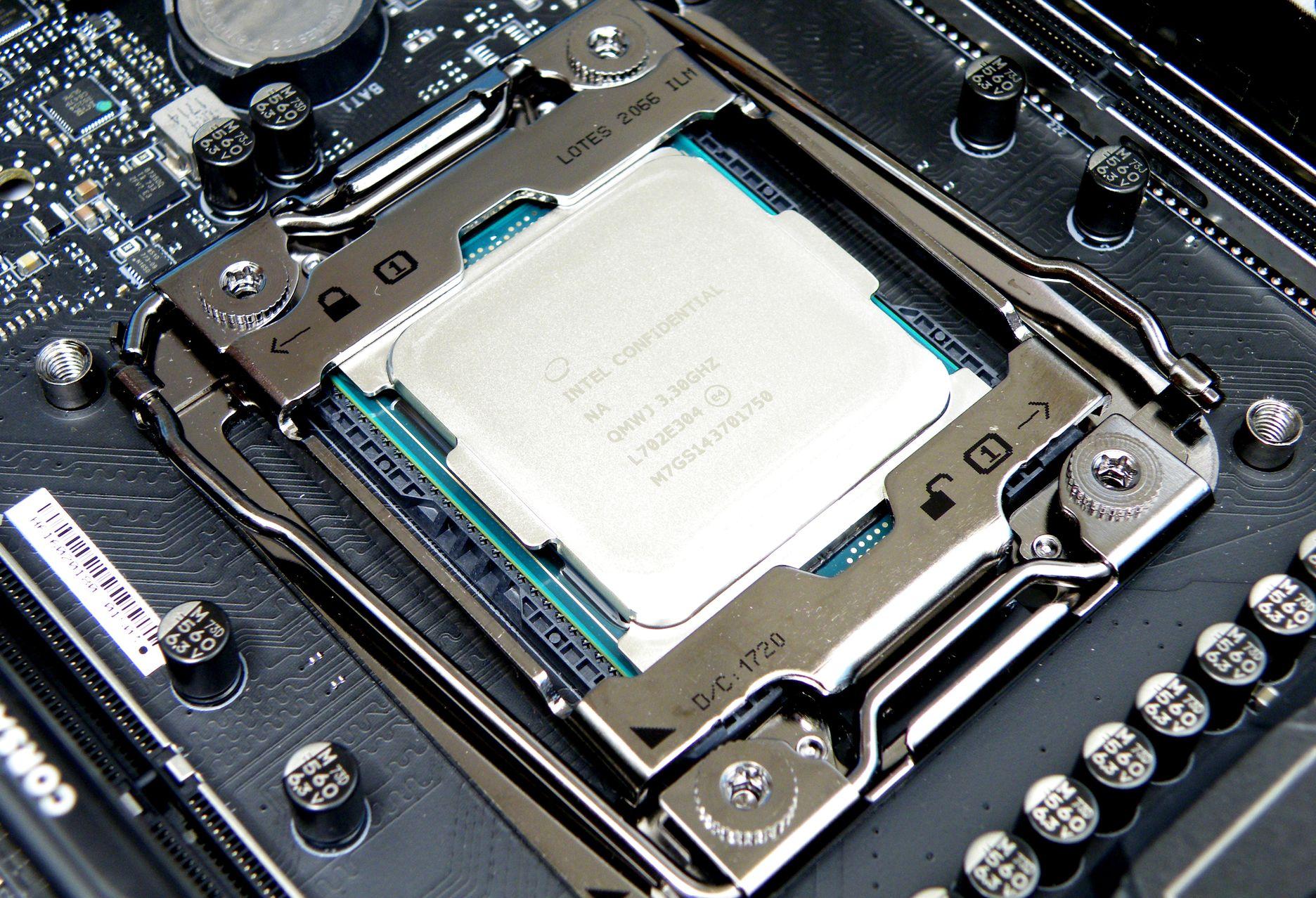 Intel Core i9-7900X ES