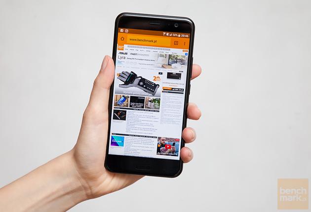 HTC U11 dłoń