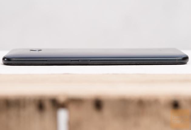 HTC U11 prawy bok