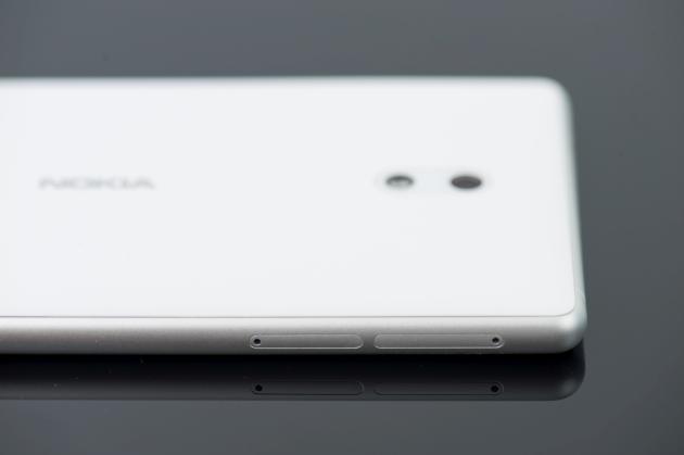 Nokia 3 lewy bok