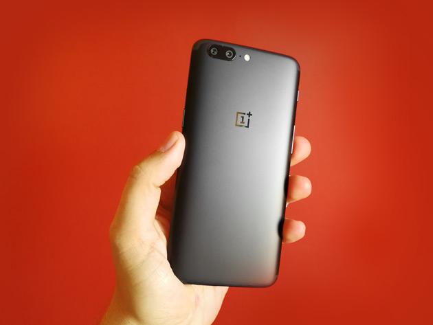 OnePlus 5 w dłoni