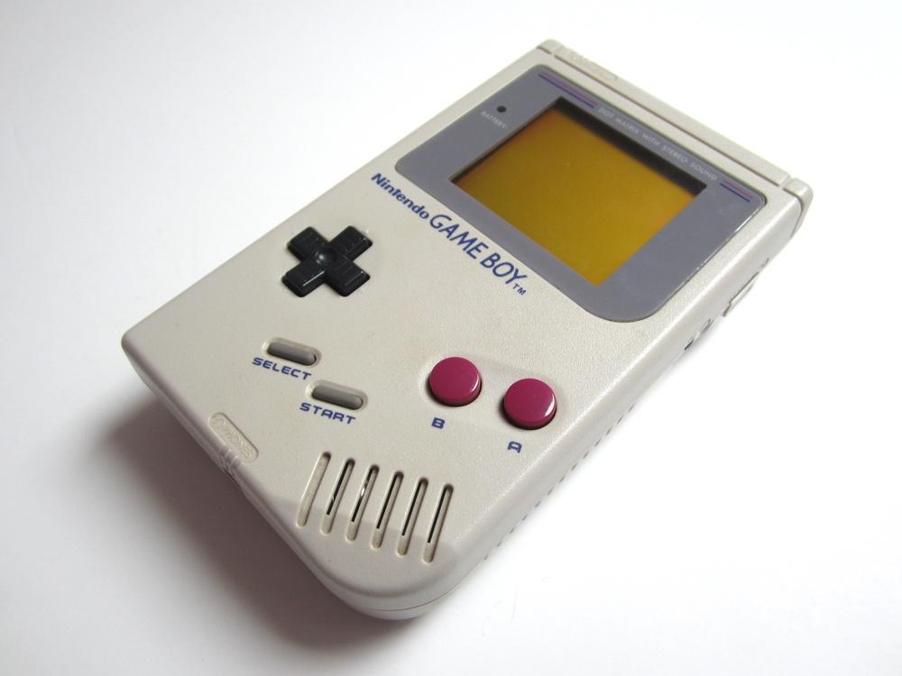 Granie w kieszeni - Gameboy - kieszonkowa cegła