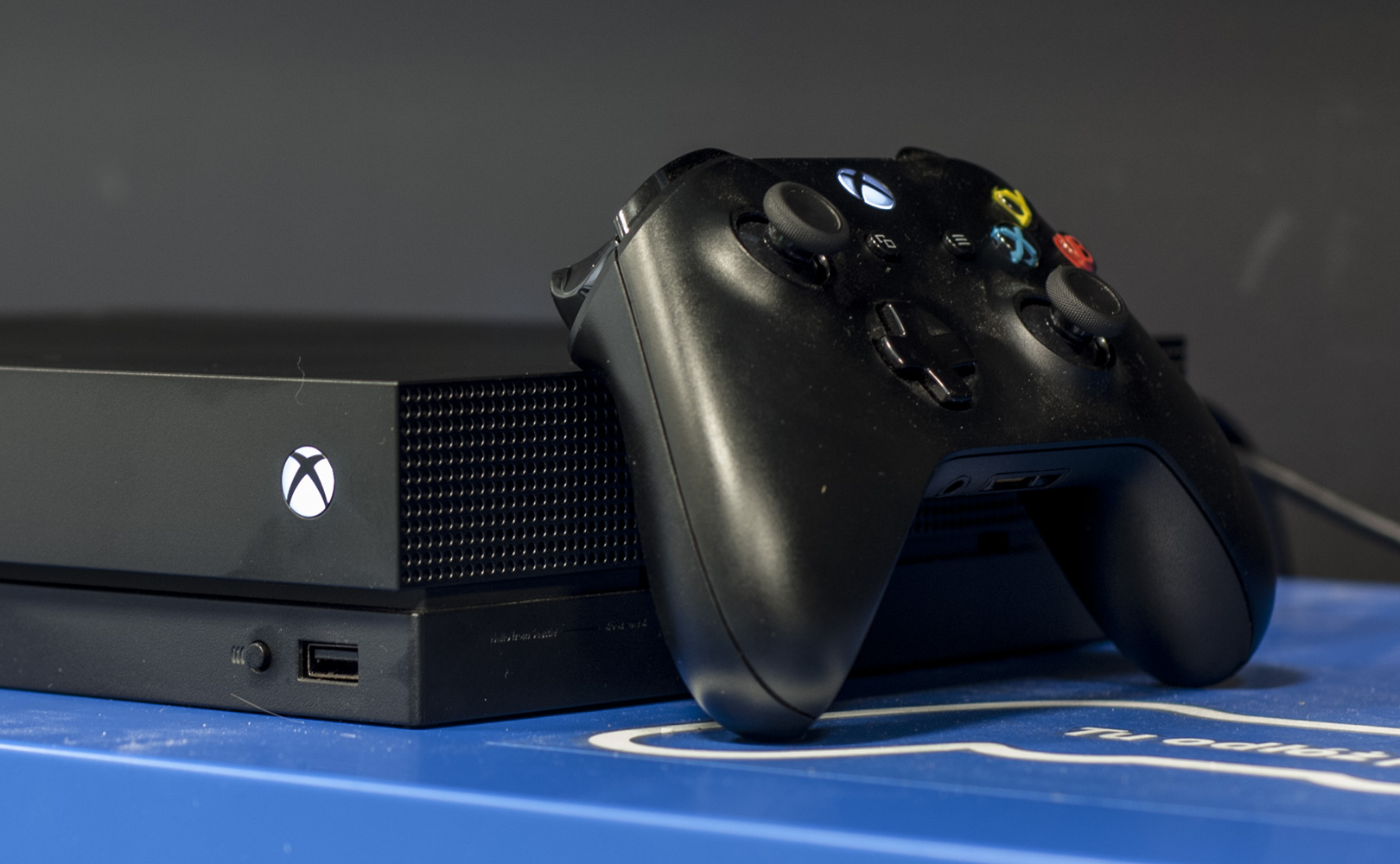 Xbox One X z gamepadem