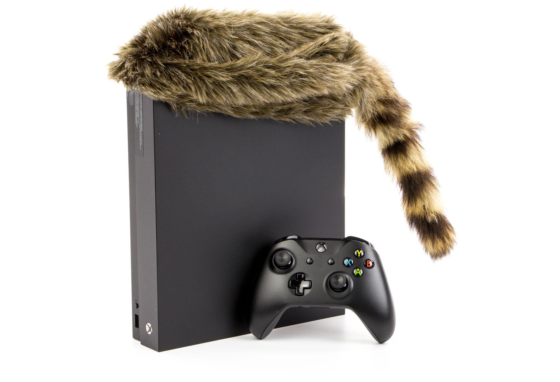 Xbox One X w czapce
