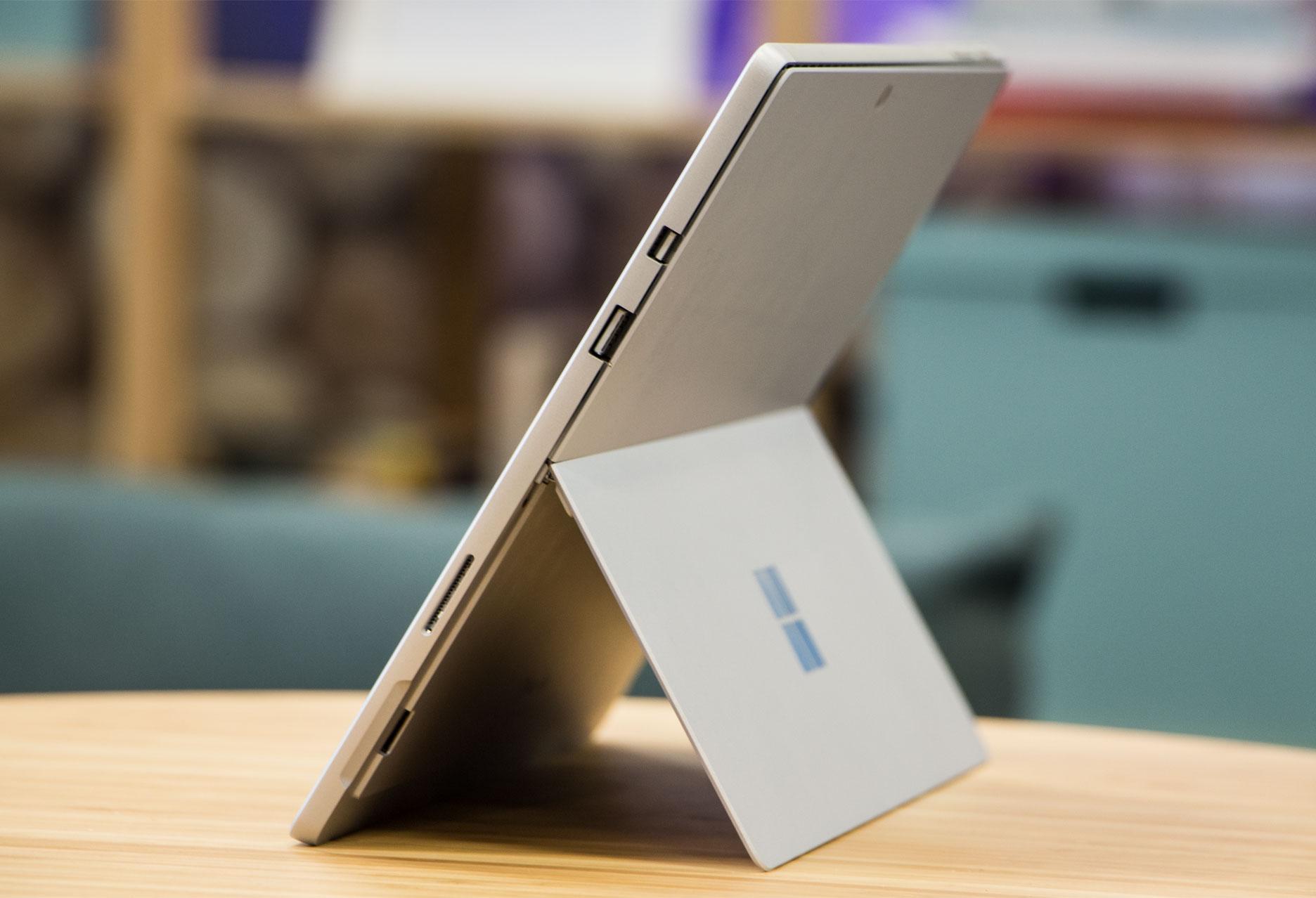 Microsoft Surface Pro prawy bok