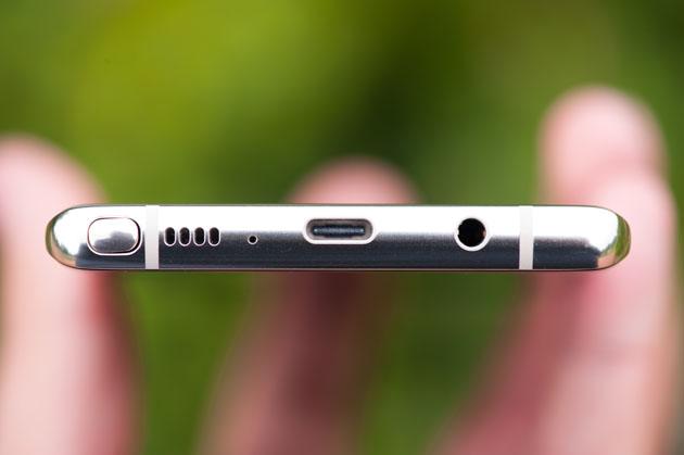 Galaxy Note 8 - piórko, głośnik, USB typu C, wyjście słuchwkowe