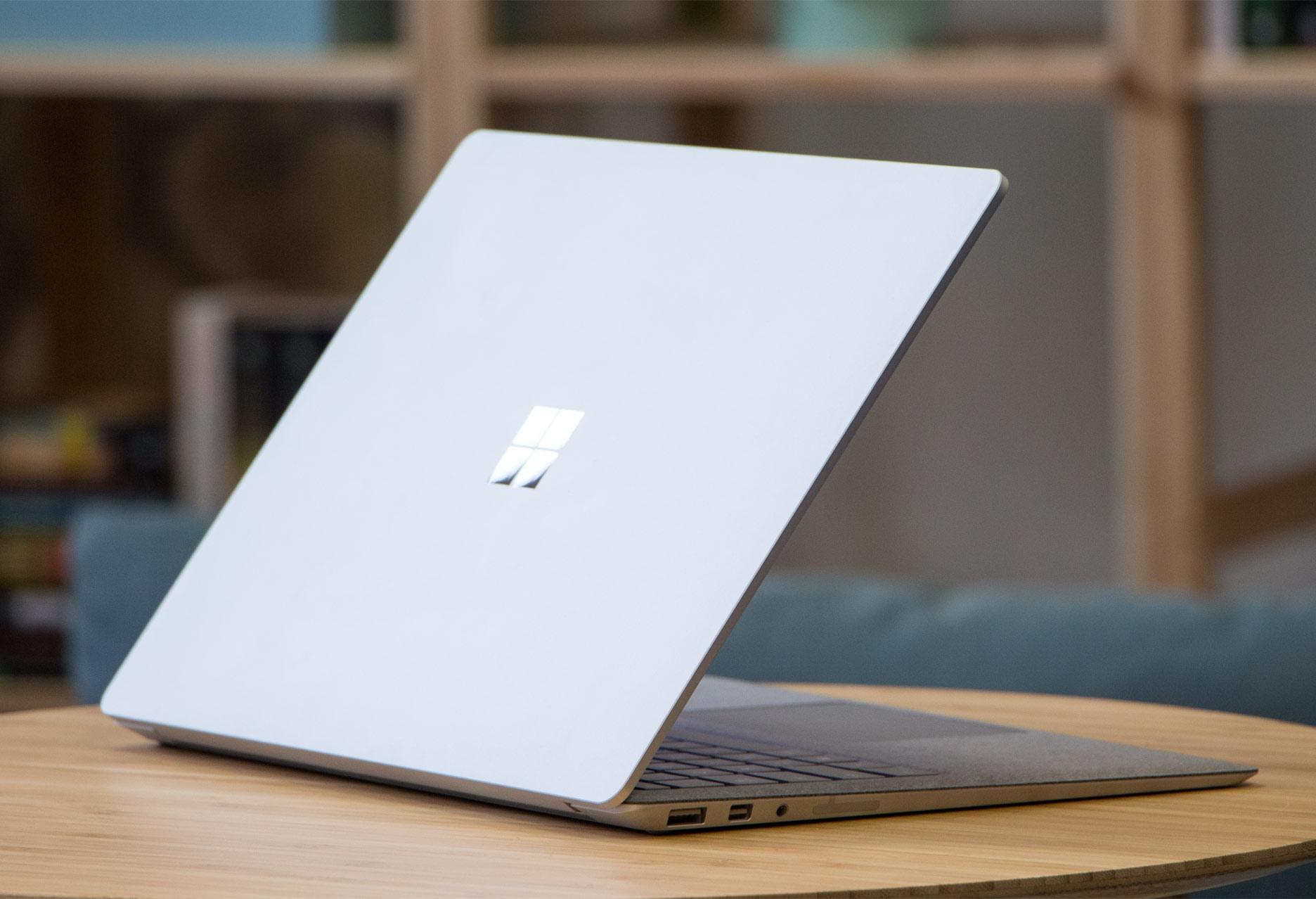 Microsoft Surface Laptop profil tył