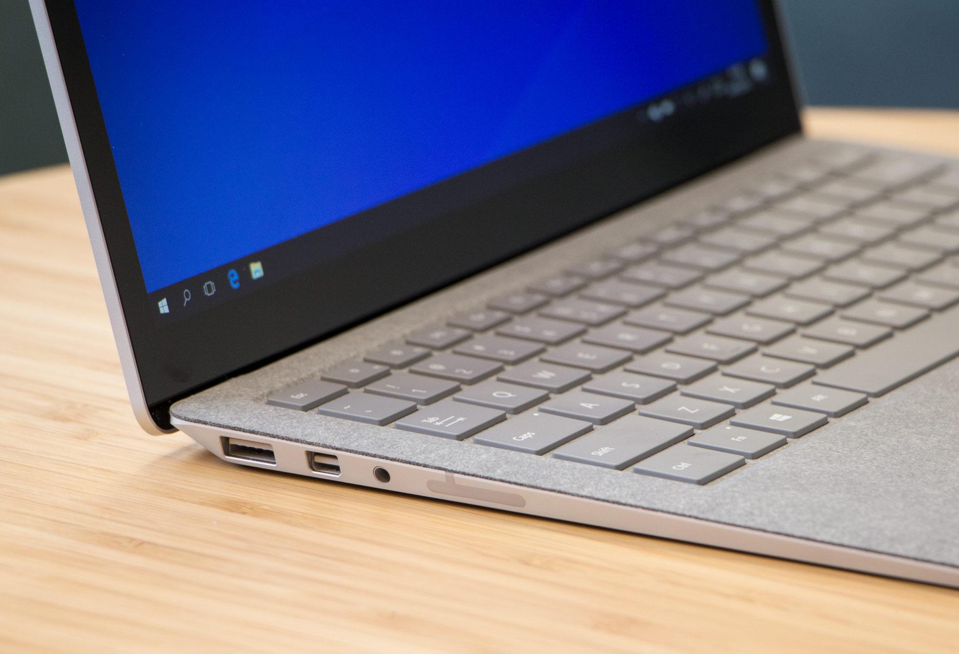 Microsoft Surface Laptop lewy bok