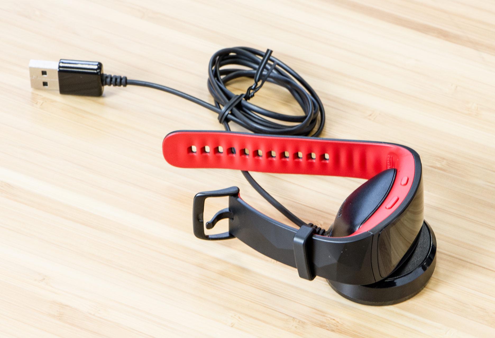 Samsung Gear Fit2 Pro ładowanie