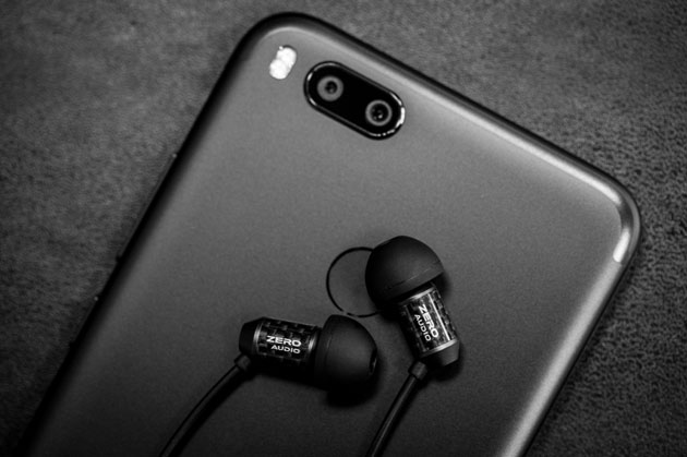 Xiaomi Mi A1 - ze słuchawkami