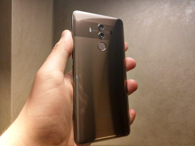 Huawei Mate 10 Pro w dłoni