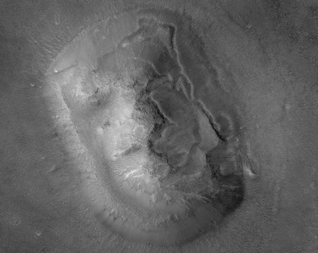 Twarz na Marsie 2001