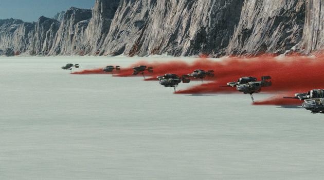 Gwiezdne Wojny: Ostatni Jedi - czerwony piach za śmigaczami