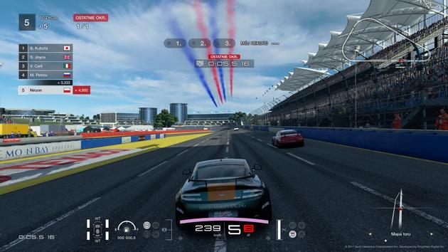 Gran Turismo Sport - przelot samolotów nad torem