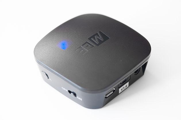 MEE Audio AFT1 nadajnik BT - przyciski