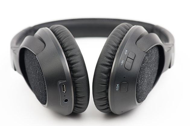 MEE Audio Matrix 3 - przyciski i złącza