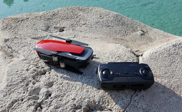 DJI Mavic Air - złożony dron i złożona aparatura