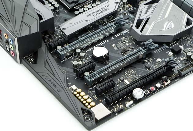 ASUS ROG MAXIMUS X HERO - sloty PCIe