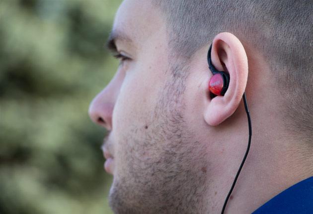 Edifier P281 sport w uchu