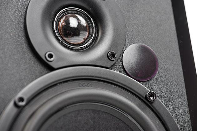 Edifier R1850DB - dobre małe głośniki na biurko i na półkę