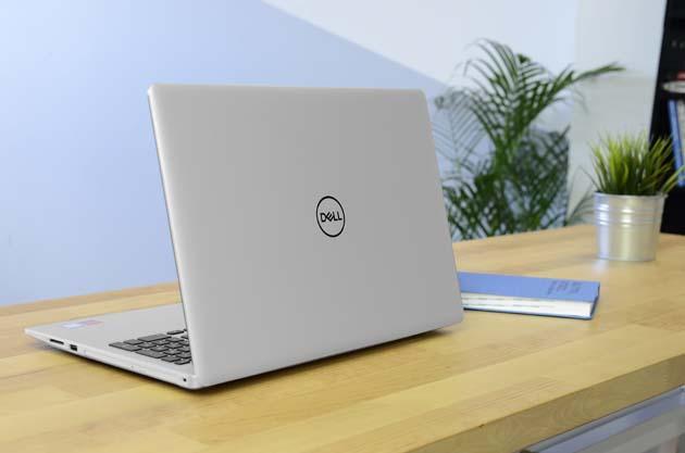 Dell Inspiron 15 5570 (3172)  tył profil