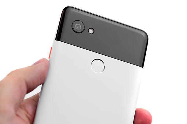 Google Pixel 2 XL - w dłoni