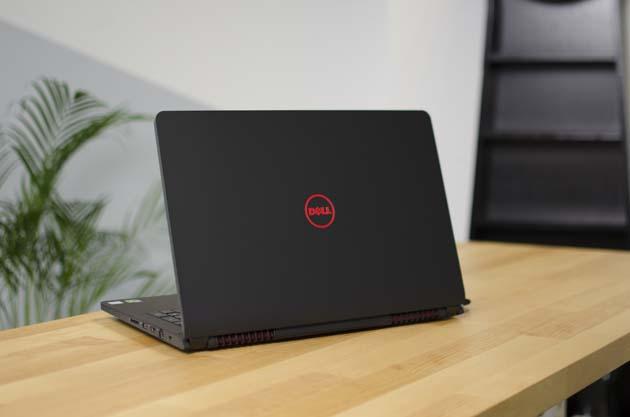 Dell Inspiron 15 5577 (3172) tył profil