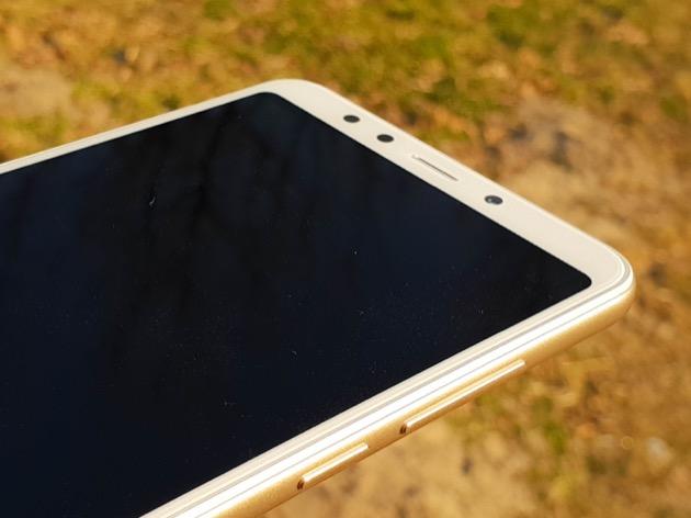 Xiaomi Redmi 5 zaokrąglone rogi ekranu