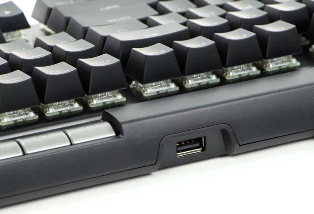HyperX Alloy Elite RGB - przelotowe złącze USB 2.0