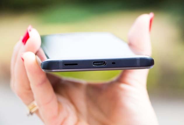 HTC U12+ złącze USB