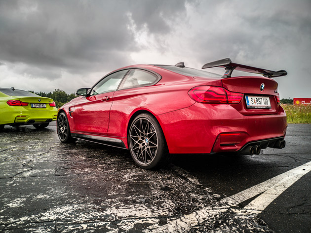 BMW M4 na torze Bednary