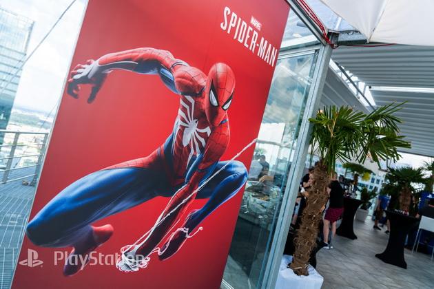 Spider-Man - pokaz na szczycie The View w Warszawie