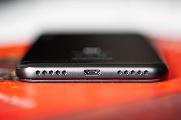 Xiaomi Mi A2 Lite - micro USB