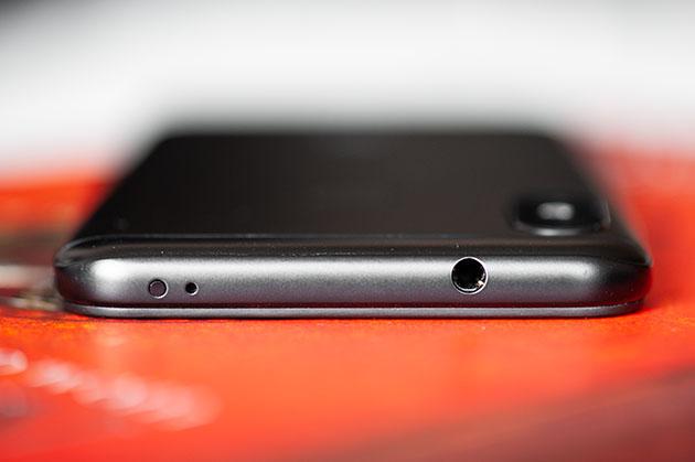 Xiaomi Mi A2 Lite - wyjście słuchawkowe mini jack 3,5 mm