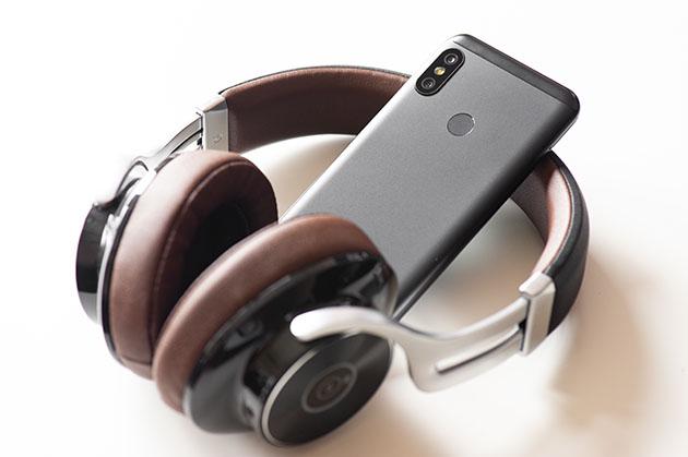 Xiaomi Mi A2 Lite - ze słuchawkami Bluetooth