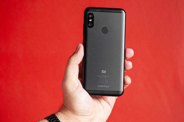 Xiaomi Mi A2 Lite - metalowa obudowa