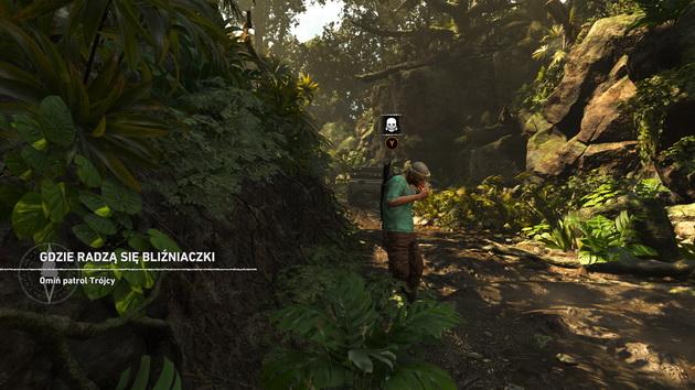 Shadow of the Tomb Raider - lara przylepiona do ściany