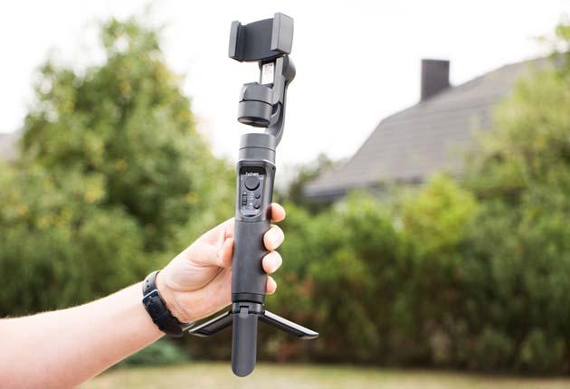 Hohem iSteady Mobile - gimbal z dokręconym mini statywem